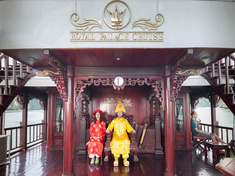 Halong-Royal-Palace-Cruise-Coast-play.jpeg