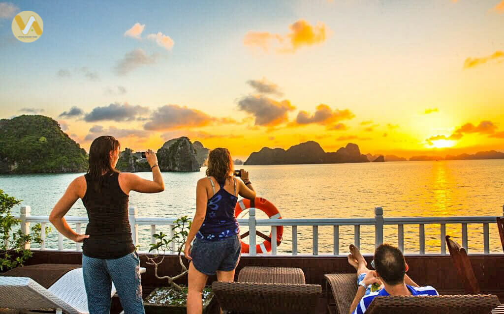 amazing-vietnam-7-days-halong-bay-sunset.jpeg