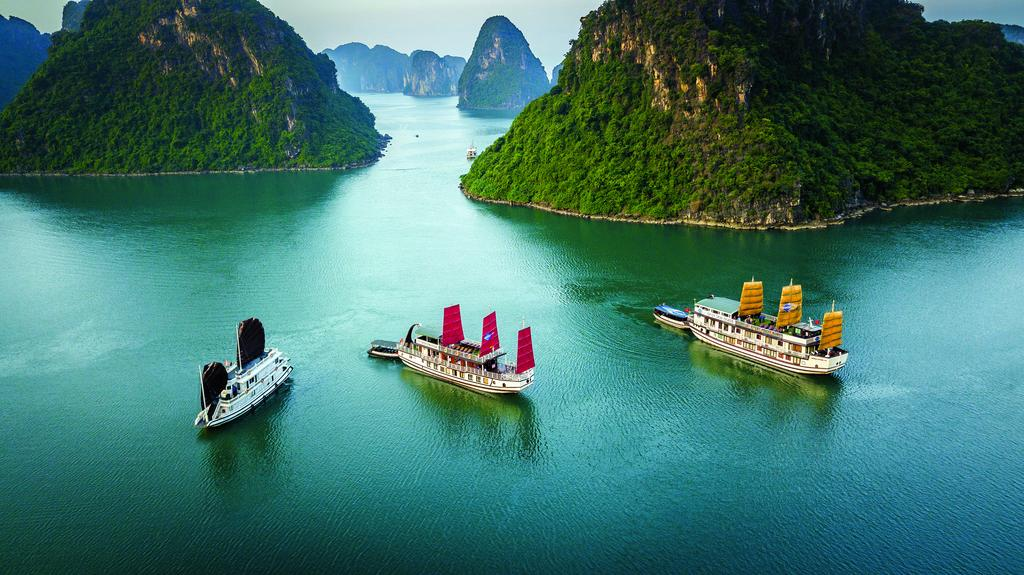 halong-gray-line-cruise-3.jpeg