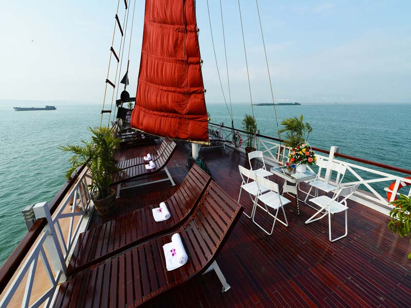 halong-imperial-legend-cruise-sandeck.jpeg