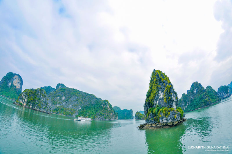 northern-vietnam-classic-tours-halong-bay-3.jpeg