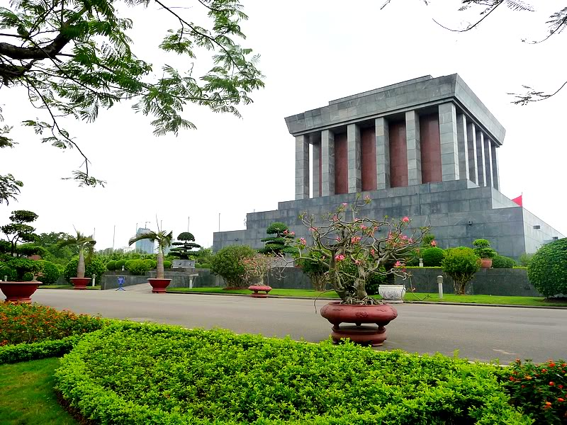 vietnam-tours-7-days-Ho-Chi-Minh-Musolium.jpeg