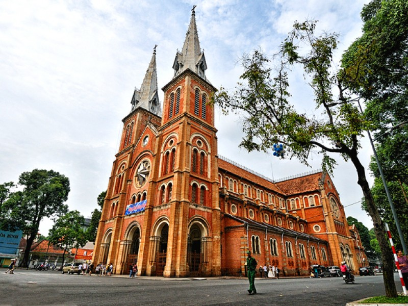 vietnam-tours-7-days-notre-dame-cathedral-ho-chi-minh.jpeg